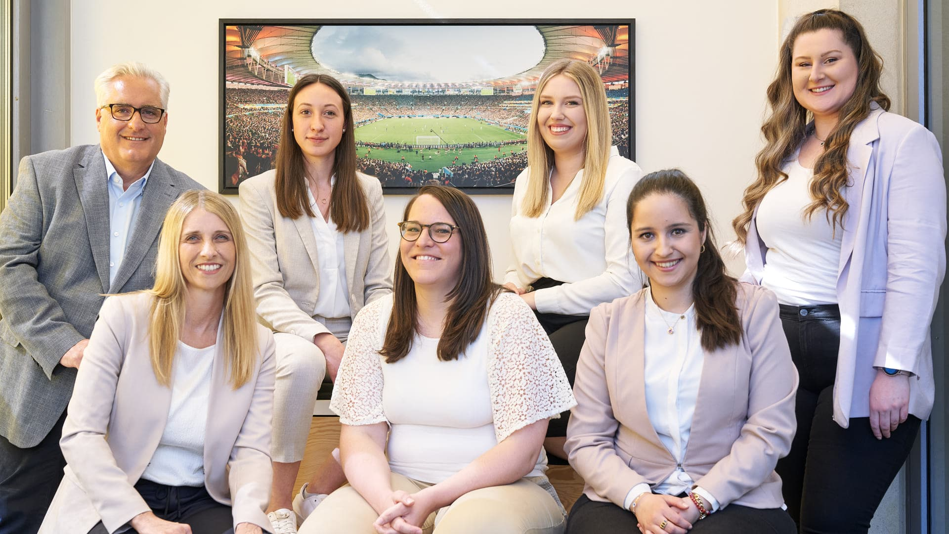 proJob Teamfoto aller Mitarbeiter im Office